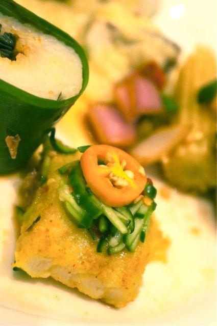 سمك الكرند بالكاري مع لفافة الأرز
