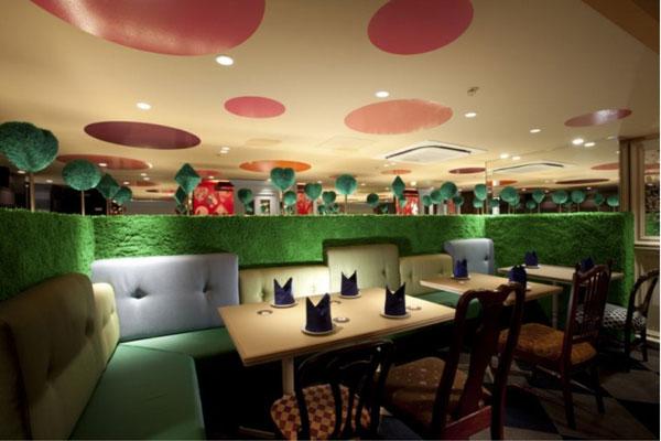 بالصور اغرب مطاعم فى العالم ALICE-IN-WONDERLAND-RESTAURANT