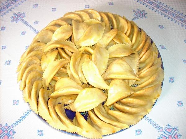 صحن من حلوى كعب غزال المغربية